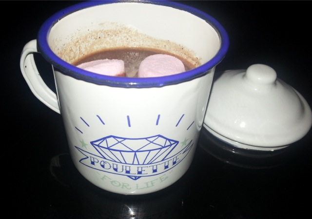 recette chocolat chaud, lait, miel, cannelle, muscade, clous de girofle