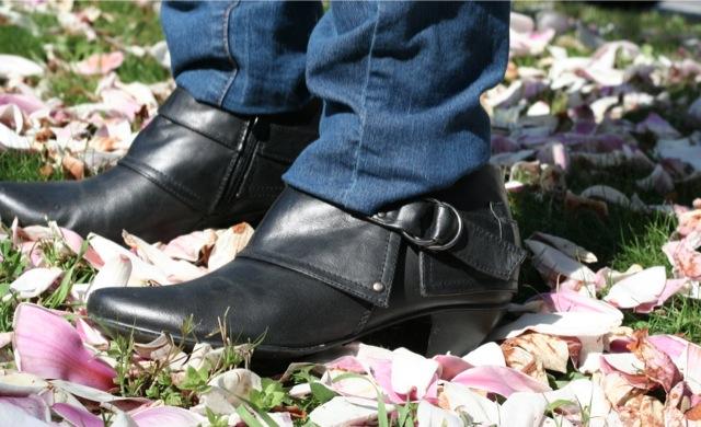 boots en cuir noir du magasin besson