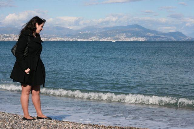 Look mode ASOS sur la plage du fort carré Vauban à Antibes.
