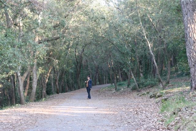 Look mode dans la forêt de la Valmasque à Antibes