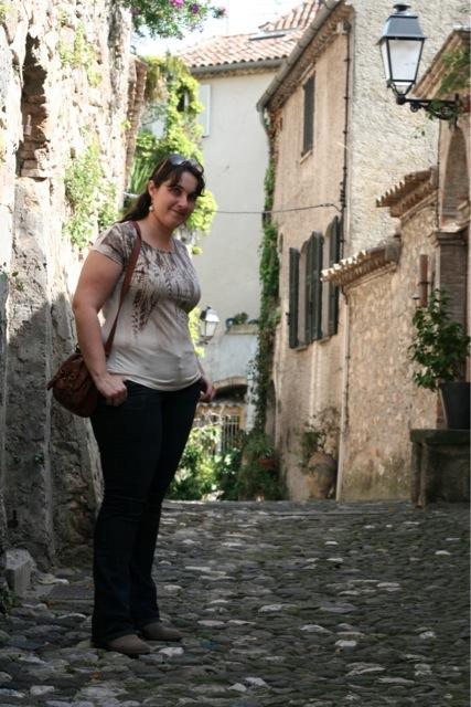 Look mode en balade dans les ruelles du vieux village de Biot