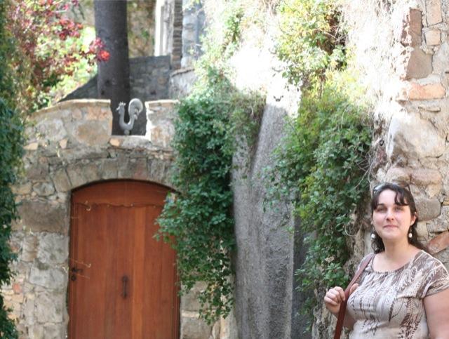 chouette look mode en balade dans les ruelles du vieux village de Biot
