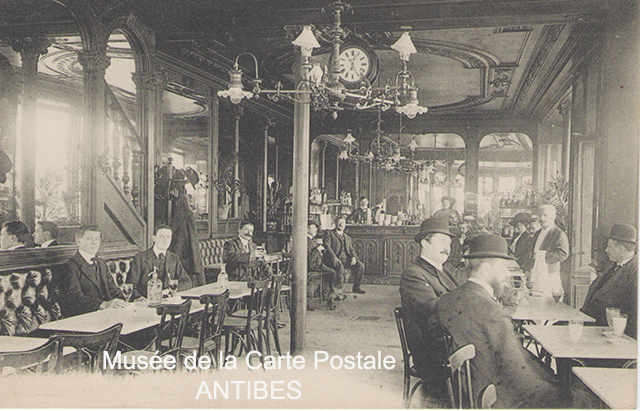 L'absinthe sur une carte postale du Musée de la Carte Postale à Antibes