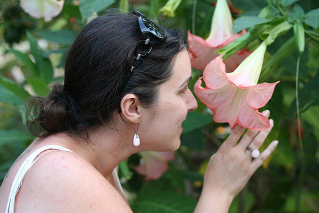 bague fleur rose et boucles d'oreilles gouttes, bijoux fantaisie de Divine et Féminine