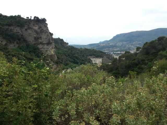 Nécropole de Nice vue à la fin de la randonnée dans le vallon obscur du Donaréo à Nice