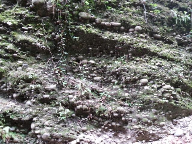 Poudingue de la randonnée dans le vallon obscur du Donaréo à Nice