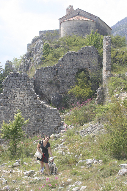 Look blog mode dans les ruines au dessus du village de Gréolières.
