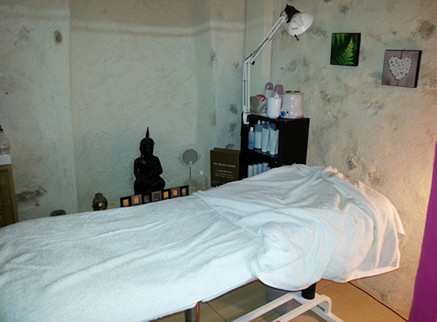 Table de massage de l'espace beauté Bea Concept à Antibes