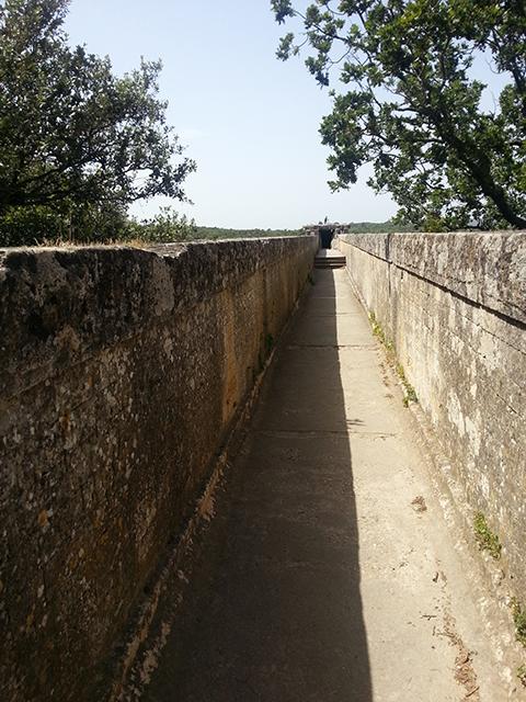 Canalisation au troisième étage du pont du Gard