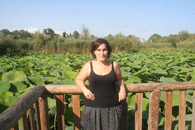 Look au milieu des lotus géants de l'étang de fontmerle.