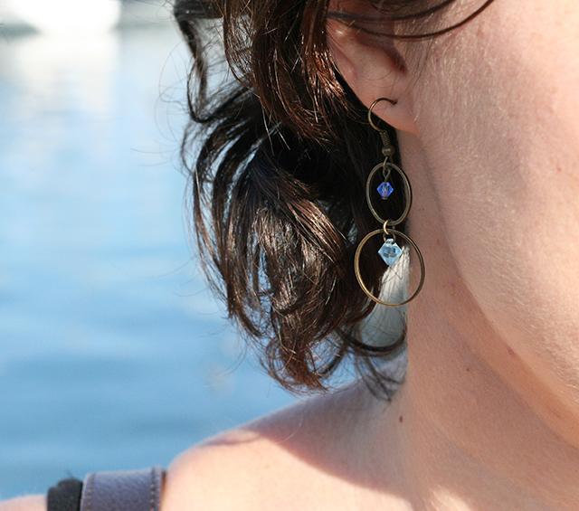 boucles d'oreilles fantaisie bleues en cristaux