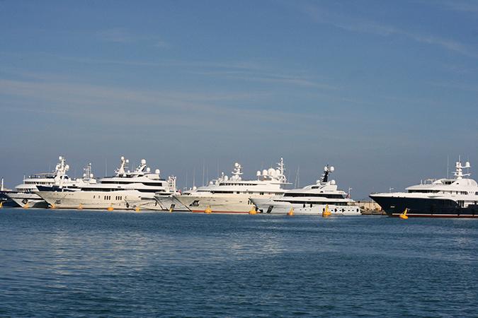 port d'Antibes, quai des milliardaires
