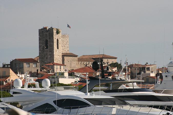 tours de la cathédrale et du musée Picasso, vieille ville d'Antibes