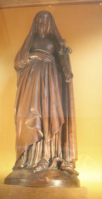 Statue de la Vierge enceinte de Notre-Dame-des-Passes à Arcachon