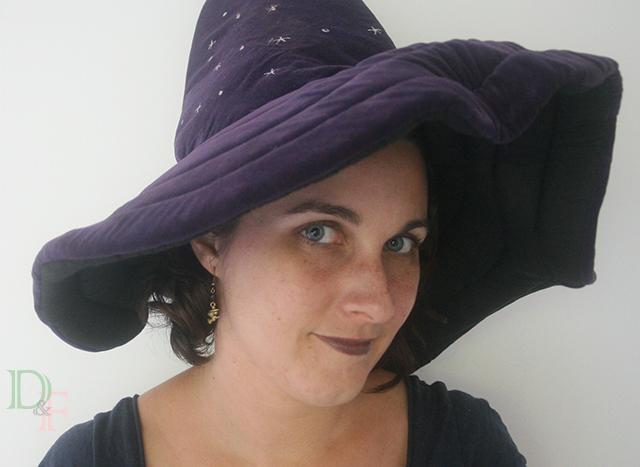 Déguisement d'Halloween sorcière avec boucles d'oreilles petites sorcières à balais