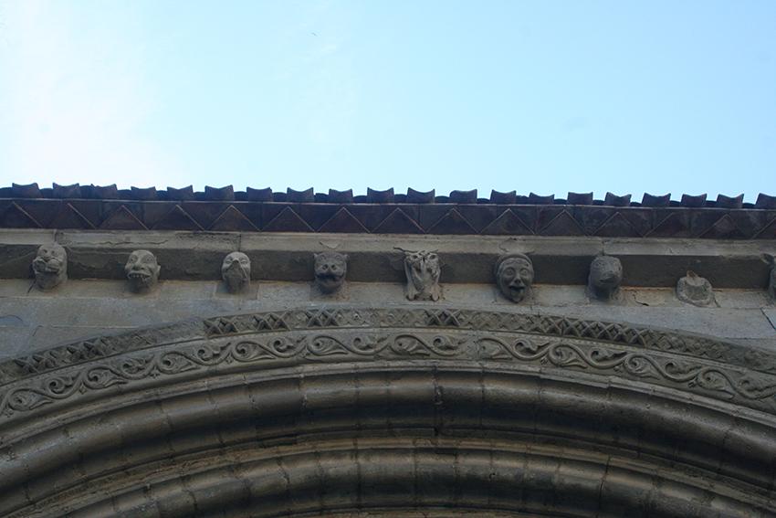 Figures de l'église Saint-Nazaire dans la Cité de Carcassonne
