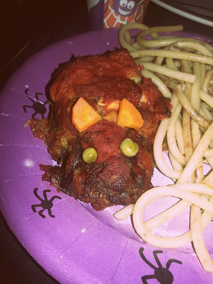 Recette Halloween de cuisine, rat en boulette de viande garnie de cheddar