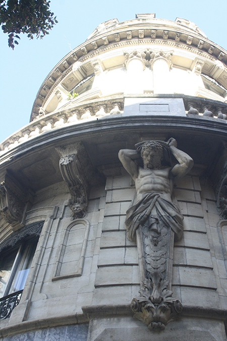 Statue porte balcon à Toulouse