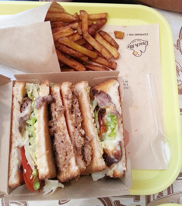 Sandwich double duck au restaurant Duck me de Toulouse