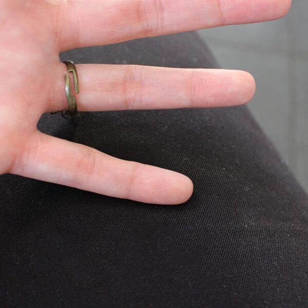 Bague à anneau réglable en laiton bronze par Divine et Féminine.