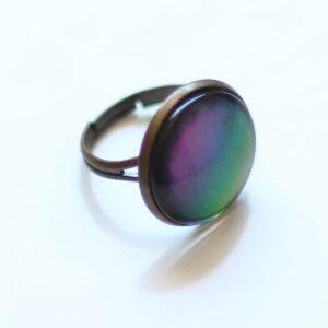 Bague holographique reflets vert, bleu, violet par Divine et Féminine.