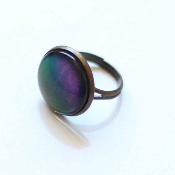 Bague holographique, hologramme aux reflets vert, bleu, violet par Divine et Féminine.
