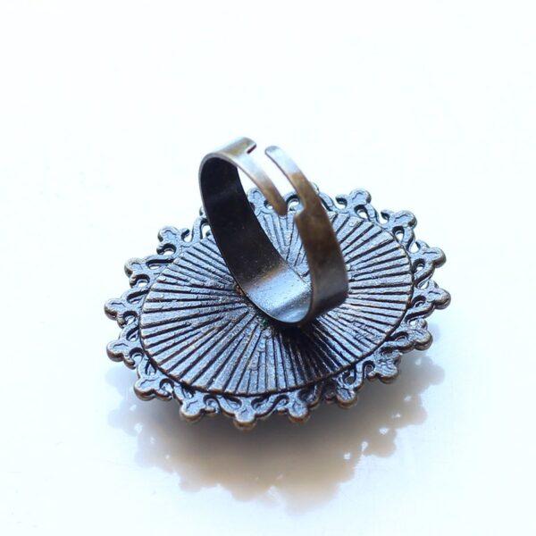 Bague en laiton bronze avec anneau réglable par Divine et Féminine.