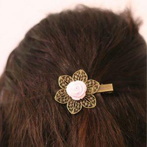 Barrette pince rose fleur mariage accessoire cheveu coiffure vintage par Divine et Féminine.