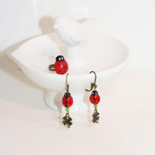 Bijoux coccinelle symboles de chance et porte-bonheur par Divine et Féminine.