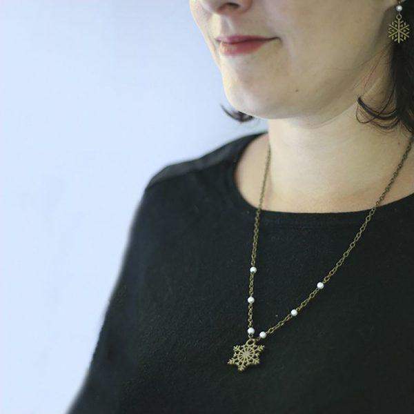 Collier et boucles d'oreilles flocon de neige bronze par Divine et Féminine.