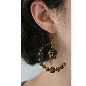 Boucles d'oreilles anneaux créoles bouddha bronze et perles en bois par Divine et Féminine.