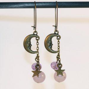 Boucles d'oreilles Lune étoile bronze Espace astronomie perles rose poudré par Divine et Féminine.