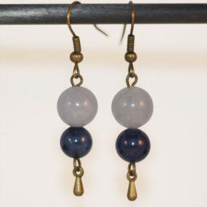 Boucles d'oreilles pendentes perles en pierre bleues (aigue marine et lapis lazuli) goutte aquatique en bronze par Divine et Féminine.