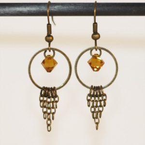 Boucles d'oreilles chaine bronze et perle topaze en cristal par Divine et Féminine.