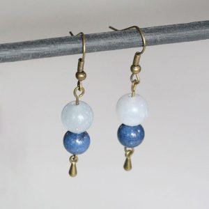 Boucles d'oreilles pierres bleues rondes Aigue marine et Lapis Lazuli par Divine et Féminine