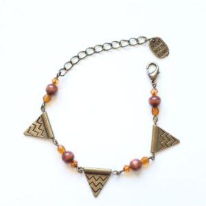 Bracelet triangle motif aztèque en laiton couleur bronze par Divine et Féminine.