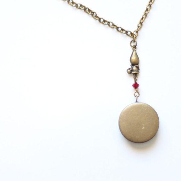 Dos du collier petit chaperon rouge par Divine et Féminine.