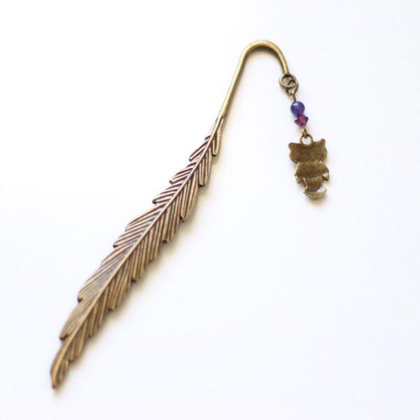 Marque page chouette hibou plume en métal par Divine et Féminine.