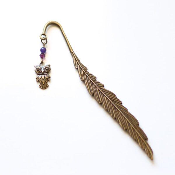 Marque page chouette hibou et sa plume en laiton couleur bronze par Divine et Féminine.