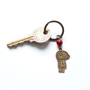 Porte clefs chaperon rouge bronze par Divine et Féminine.