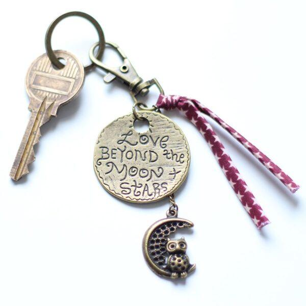 Porte clefs lune hibou par Divine et Féminine.