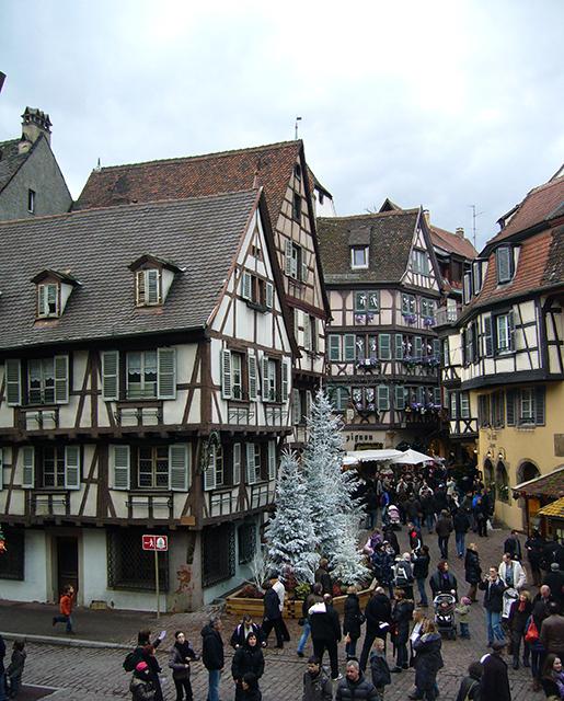 Marché de Noël alsacien, sur la route des vins.