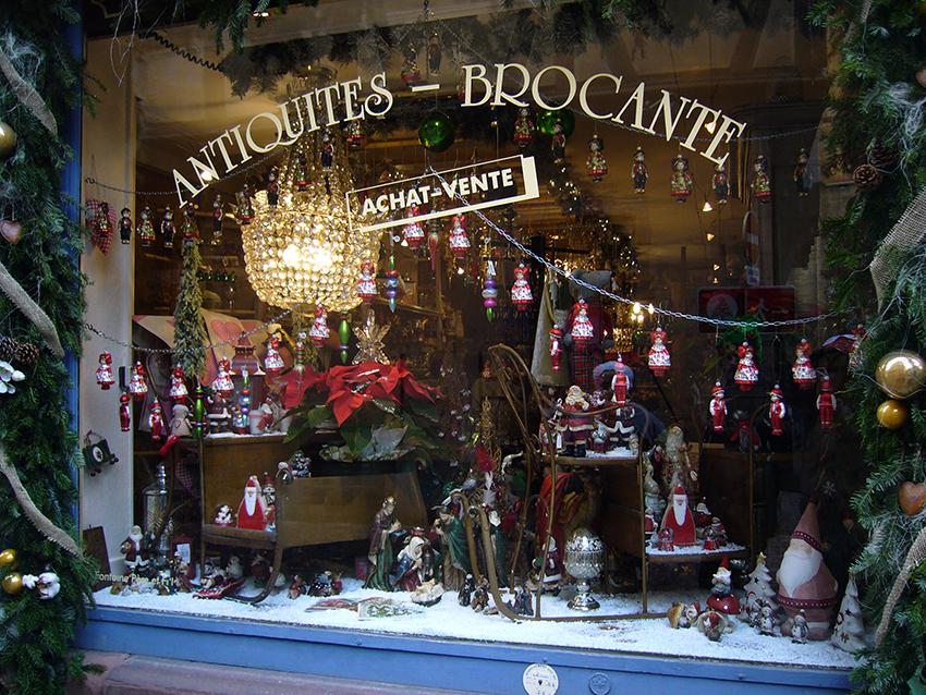 Vitrine commerçante décorée pour le marché de Noël de Strasbourg