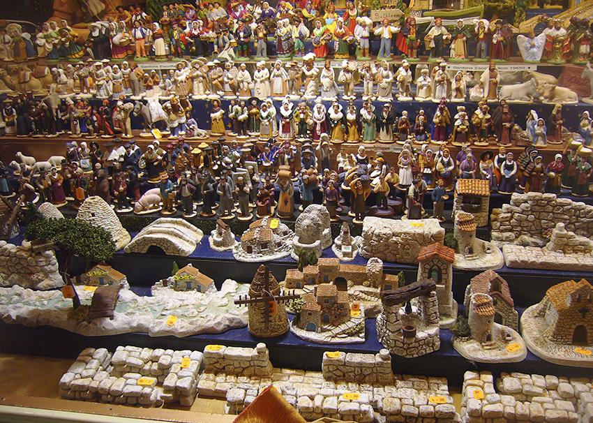 vendeur de santons sur le marché de Noël de Strasbourg