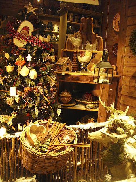 Décorations de Noël sur le marché de Noël de Strasbourg