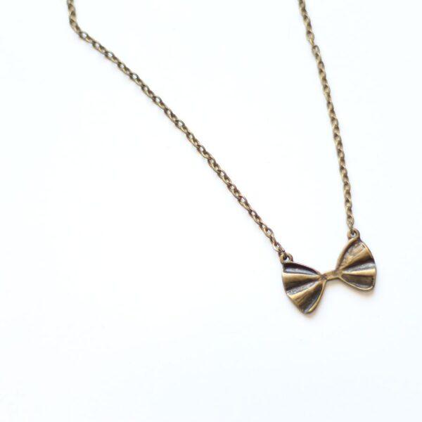 Collier noeud papillon bronze par Divine et Féminine.