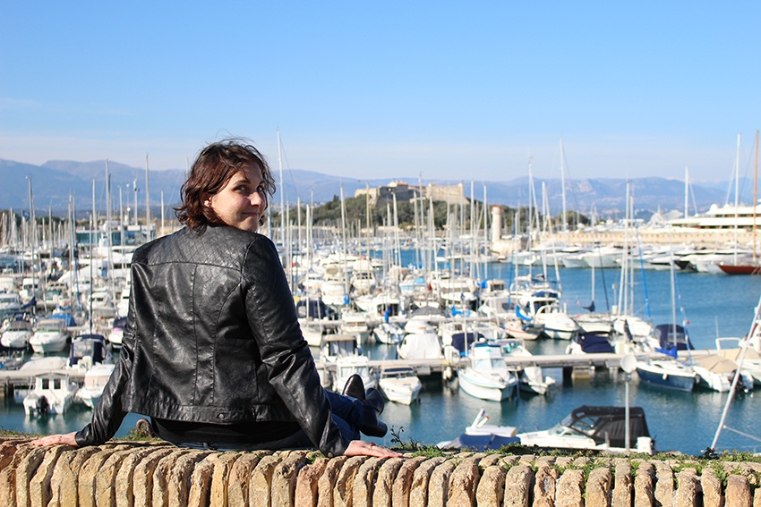 Look sur les remparts, devant le port d'Antibes.
