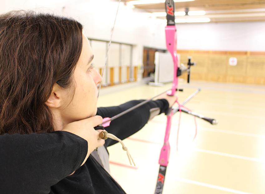 Visée et concentration en tir à l'arc.