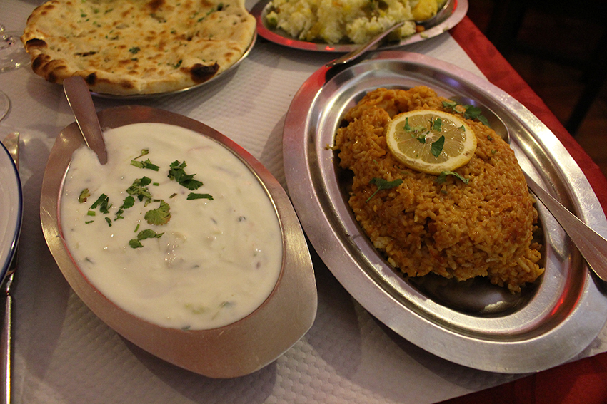 Byrianis et raita du restaurant indien Chamkila à Antibes.