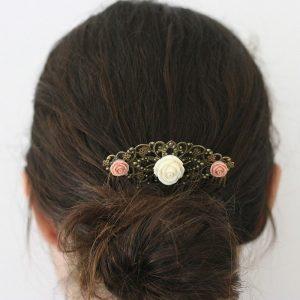 Accessoire coiffure chignon mariage peigne bronze fleurs roses crème par Divine et Féminine.